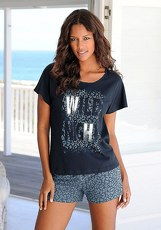 Buffalo Shorty im Allover-Leodesign mit Frontprint